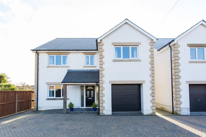 Large family friendly, cosy detached home. - Burry Port - House