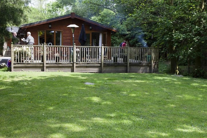 FOOTPRINTS LODGE (Hot Tub) White Cross Bay, Windermere - Windermere - Rumah