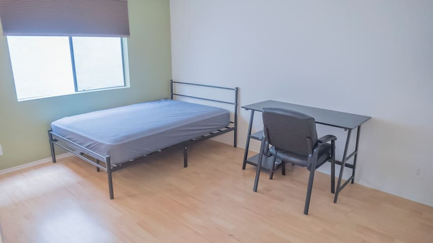 Fully Furnished Male Private Room near UCLA