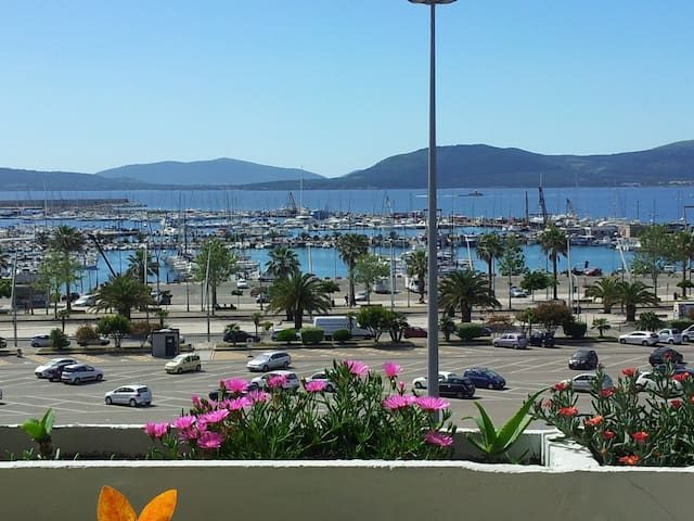 GREAT HOLIDAY HOME FRONT SEA IN ALGHERO CENTER