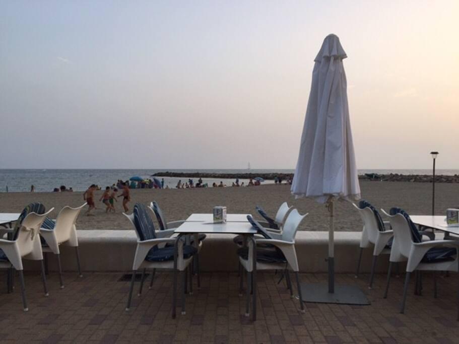 Beach and restaurants are near