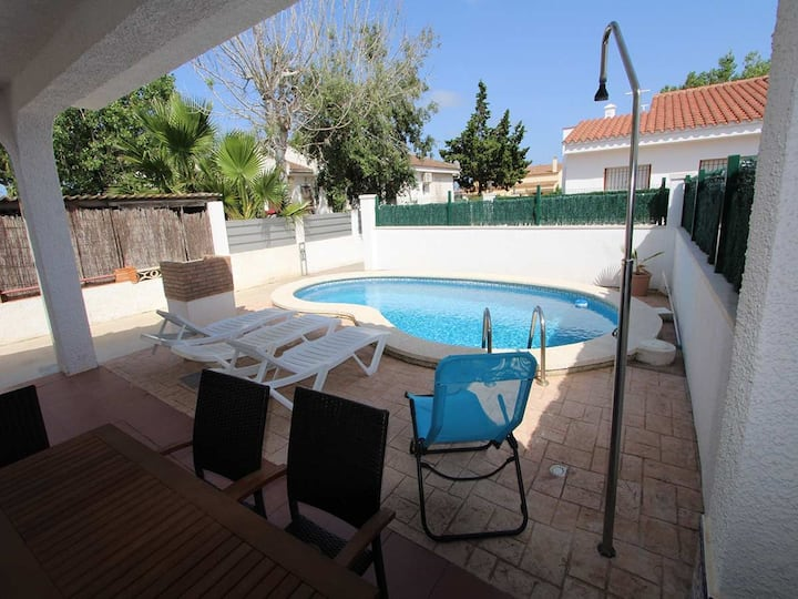 CASA JOSE ANTONIO,Ideal house for your holidays near the sea, free wifi, air conditioning, private pool, pets allowed, dog's beach.