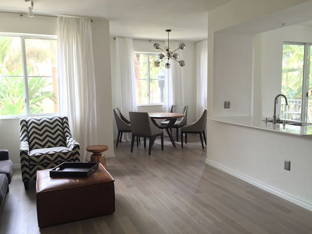 2/2 Beautiful Designer Apartment - Palm Beach Gardens - Pis