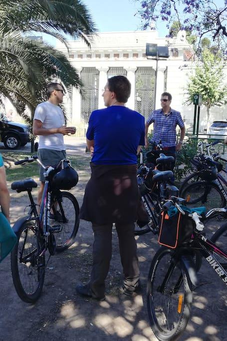 Bici Tour Cementerio Recoleta