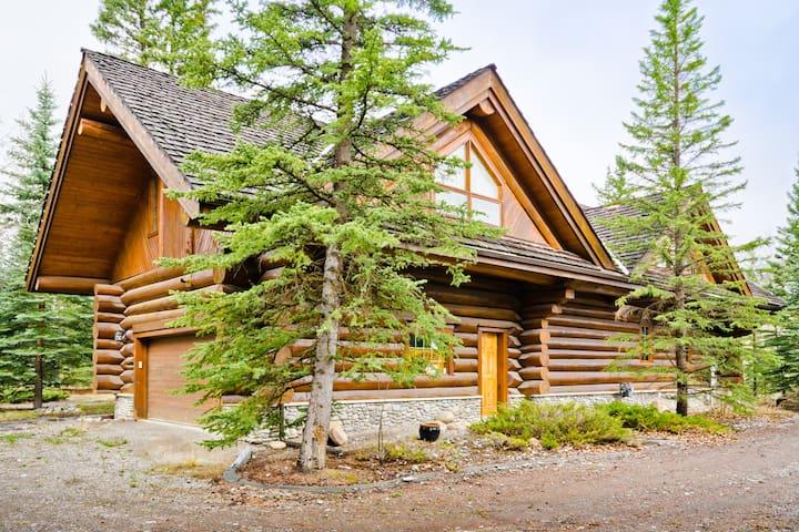 4 Bedroom Log Cabin near Bragg Creek
