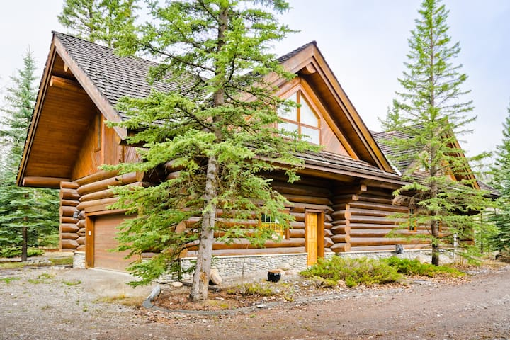 4 Bedroom Log Cabin near Bragg Creek