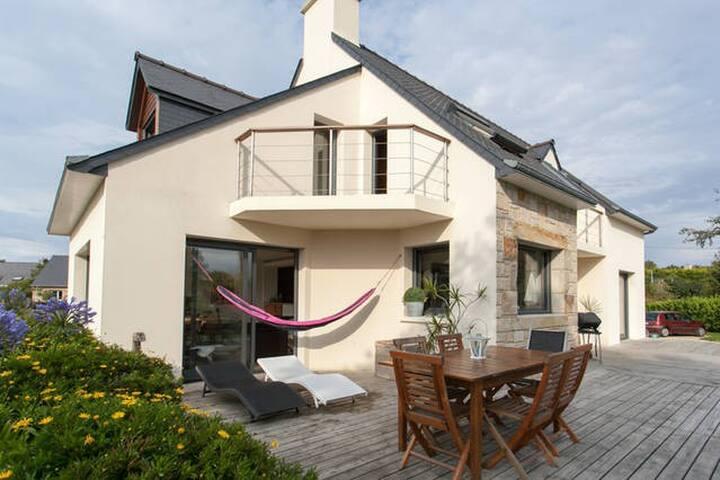 Belle chambre dans villa vue mer avec grand jardin - Pleumeur-Bodou - Haus