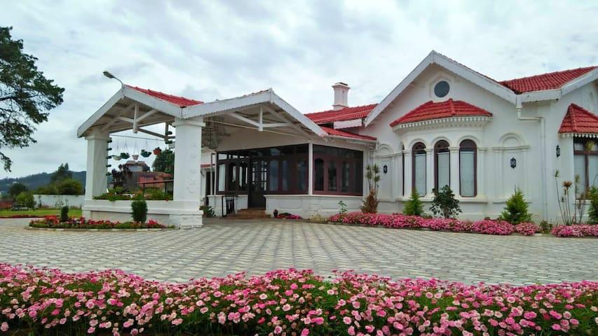 7 Bedroom Heritage Home in Ooty