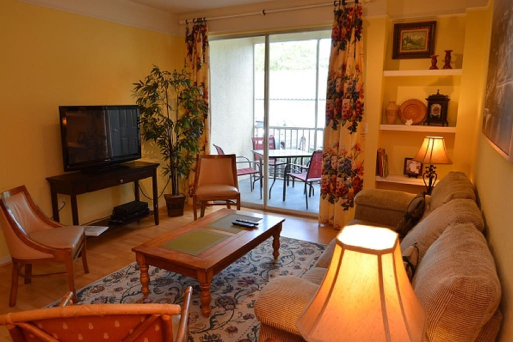 LCD cable TV, ceiling fan, spacious seating