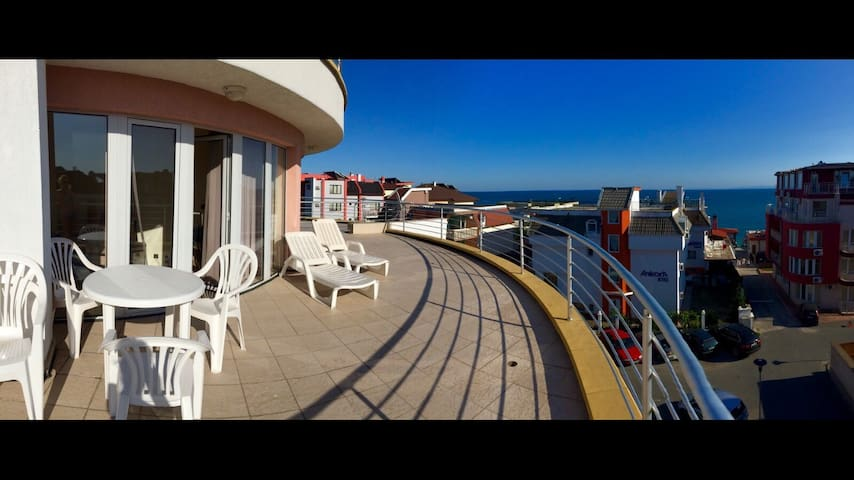 Lovely apartment with seaside terrace - Бургас - Apartmen