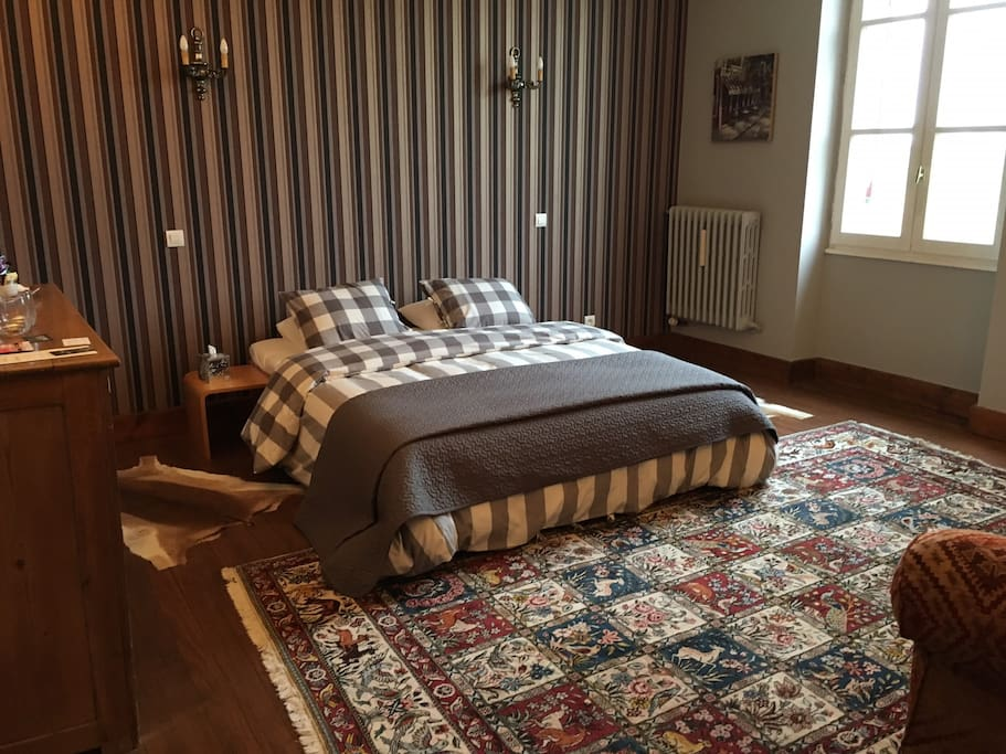 Room with queen-size bed and private separate bathroom