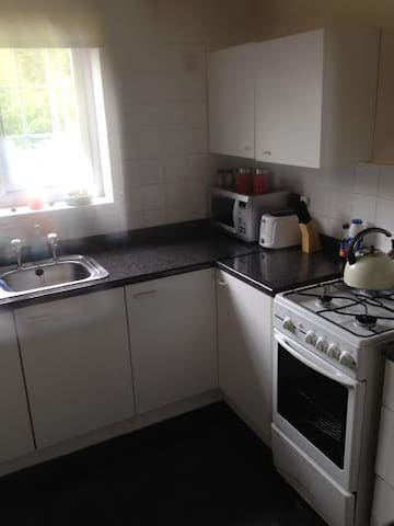 One lovely single room to let - Cardiff - Casa