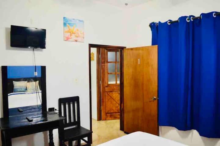 """Casa """"HA"""" Habitación cómoda WIFI/AC/TV #1"""