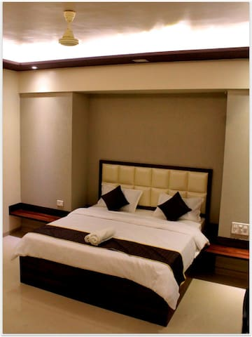 Suite with Wifi & Breakfast for Business travelers - Pune