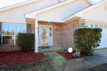 3 Bedroom in Gated Community 5min to Navarre Beach - Navarre - House