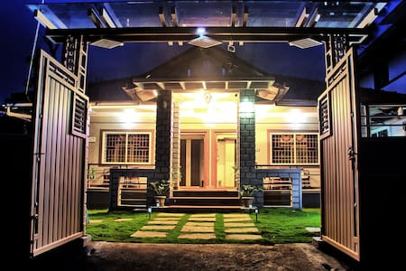 Winkrooms Srinikethana Air Conditioned Cottage - Madikeri - Wikt i opierunek