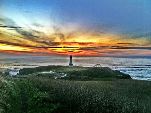 Yaquina Head Lighthouse, located about 1.1 miles south of the cottage.