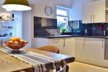 Family home in Oxford City Sleeps up to 5. - Oxford - Rumah