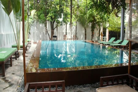 Double room in beautiful mid century villa w' pool - Phnom Penh