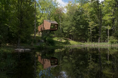 Willow Treehouse - secluded, unique, romantic