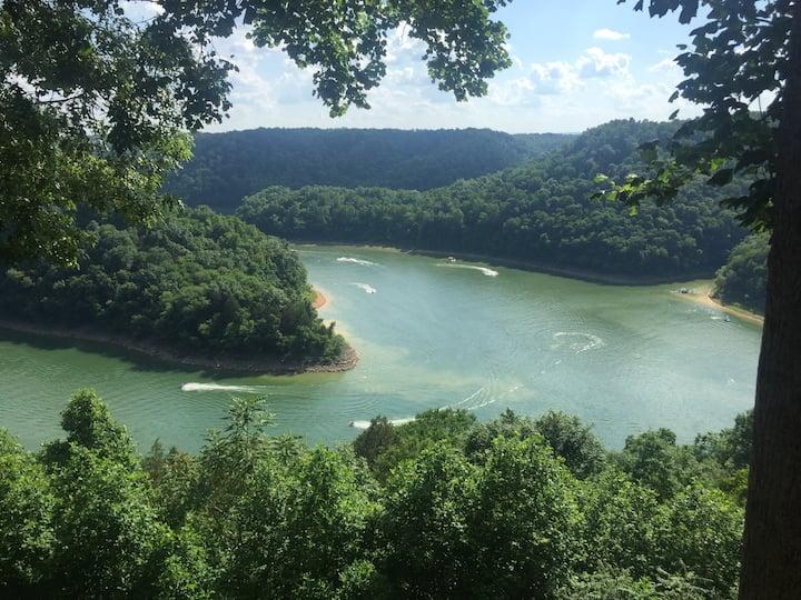 Breathtaking Center Hill Getaway