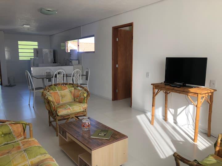 Casa nova com piscina no Laranjal! 150m da praia.