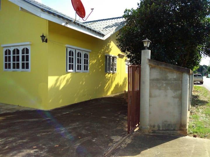 บ้านเหลือง