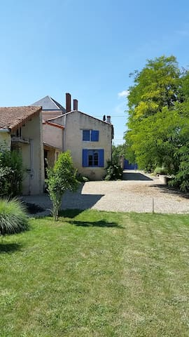 Maison Bleue - Ideal for larger family holidays