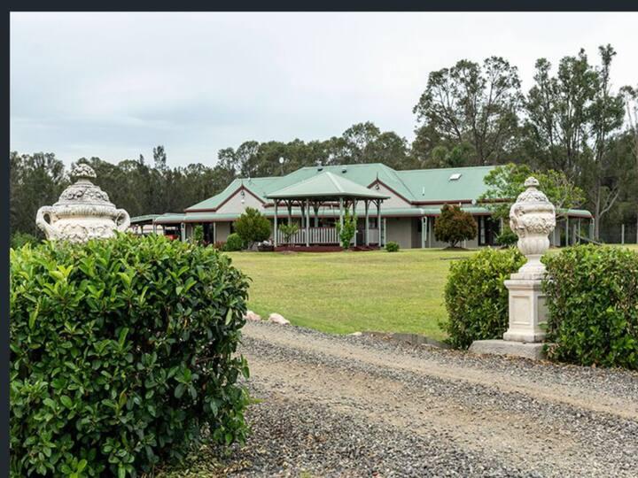 LOVEDALE HOUSE-HUNTER VALLEY Luxury Vineyard/Pool