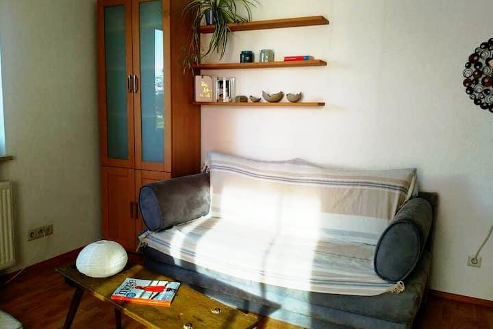Blaue Couch, sehr bequem für ein bis zwei Personen