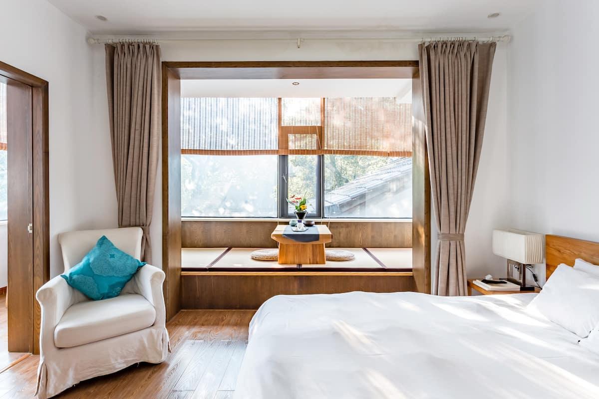 灵隐寺旁带茶室和大露台的山景套房