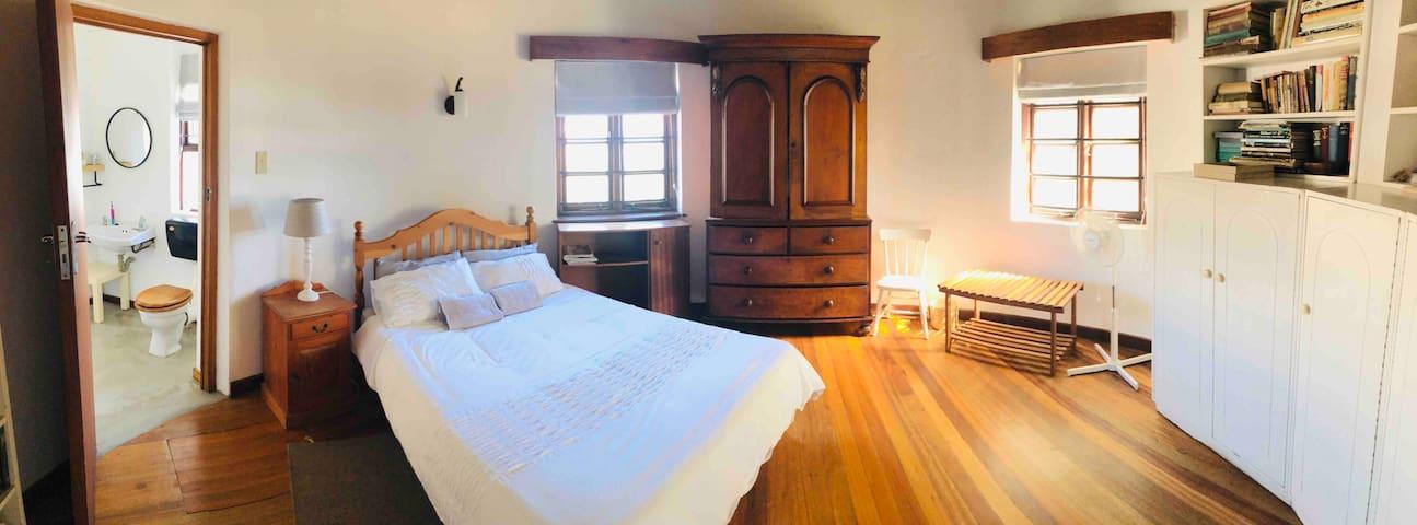 Bedroom 3: double bed, shares en-suite with bedroom 2. Sea views.