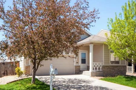 Amazing 3BR Home Very Spacious - Commerce City