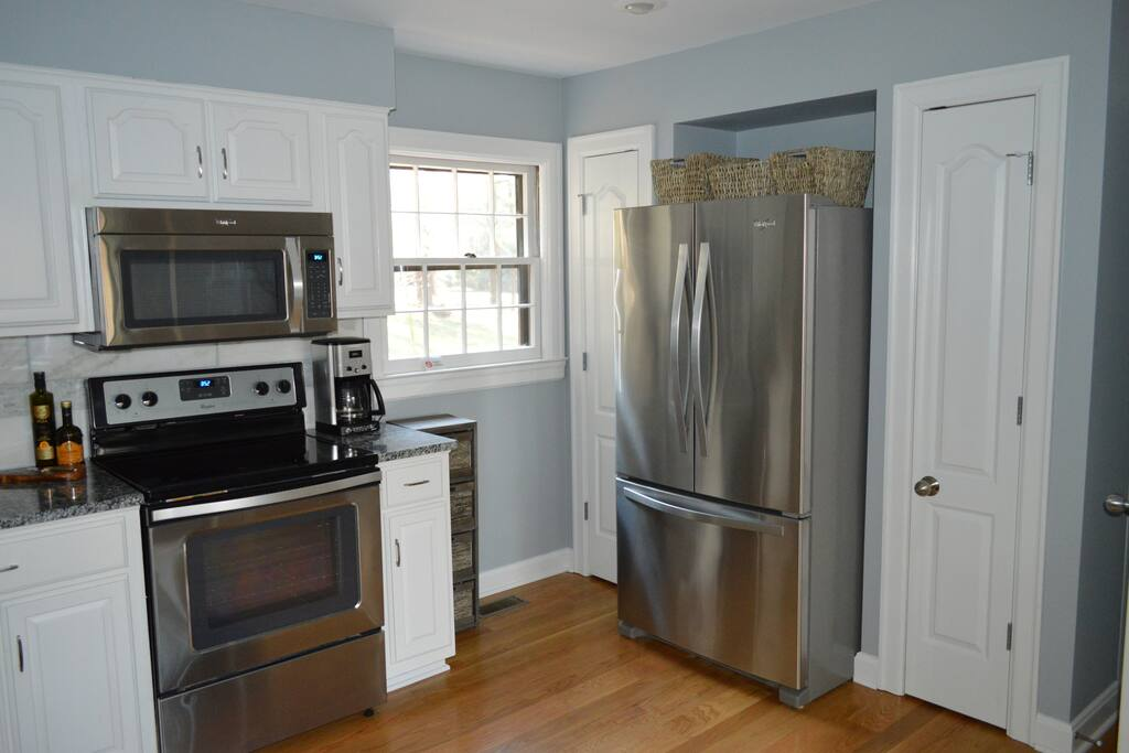 Modern Kitchen w/ New Stainless Appliances