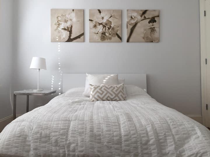 Bright 1 Bedroom @ Belltown/Downtown