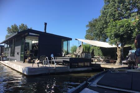 Prachtige moderne woonark heel vrij - Nieuwersluis - Boat