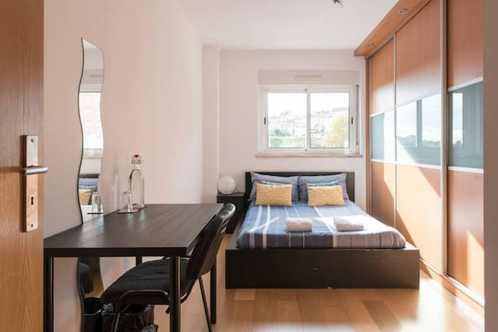 Charming room near airport and down town Lisbon - Lisboa - Appartement