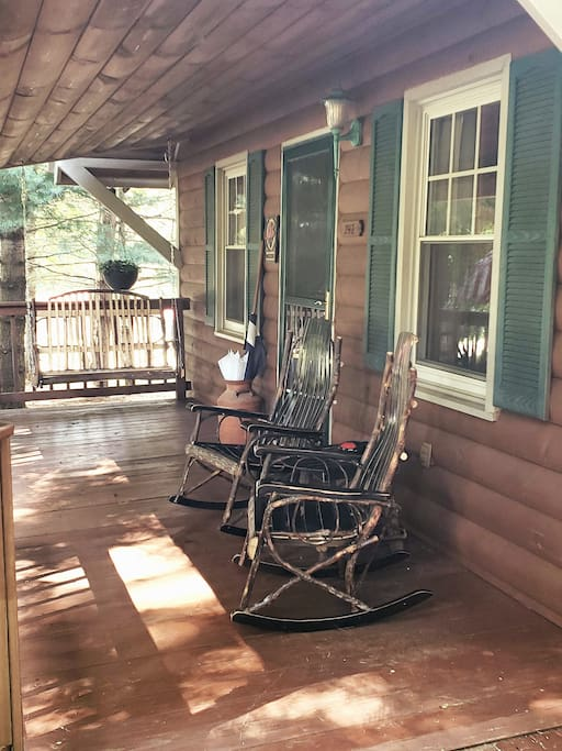 Perfect...serine, breezy, quiet, huge trees surrounding, deck, fire pit, outdoor spa, wrap around patios, pond...spacious with full amenities and down home hospitality...