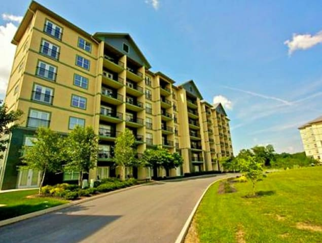 MOUNTAIN VIEW CONDO 3br/2ba Heart of Pigeon Forge