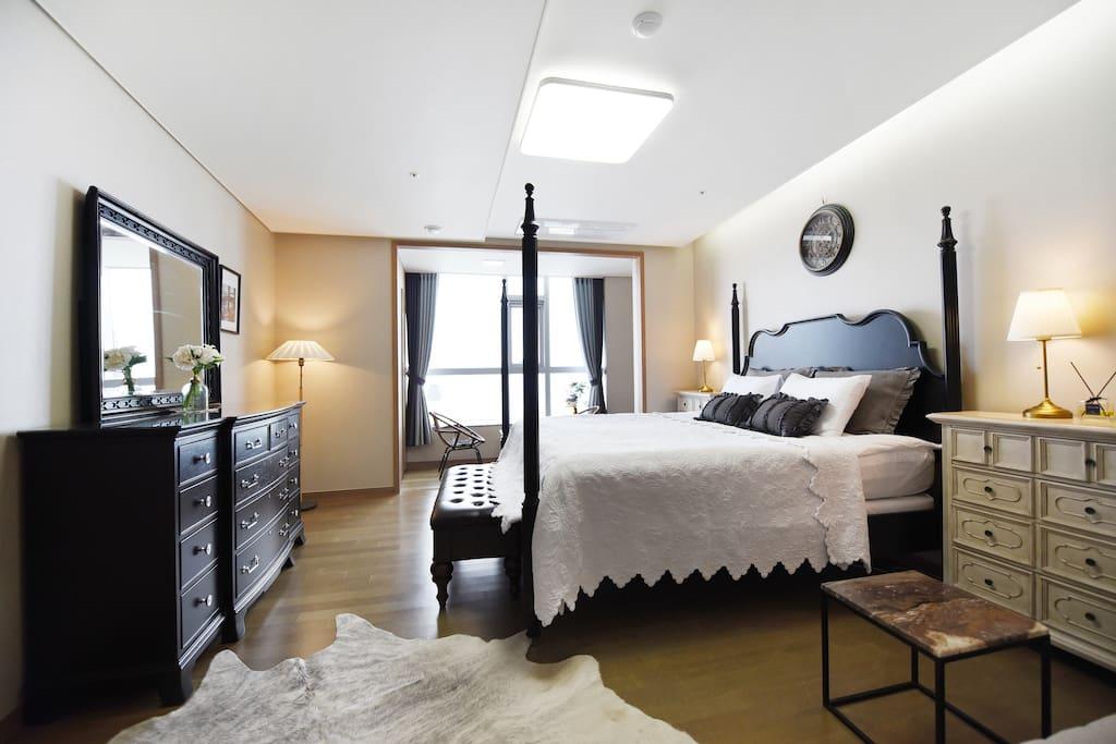 Master Bedroom-Super king size
