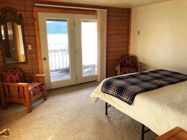 Couples Sweet with Balcony access overlooking Sawtell Peak & Henry's Lake