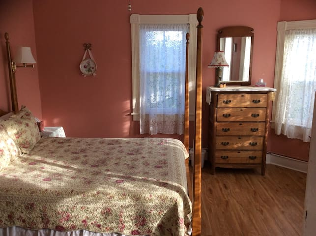 The Sheffield House, Morning Glory Room