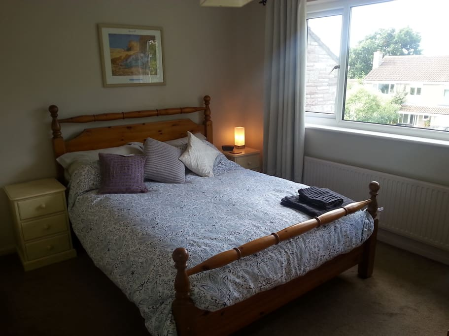 Double Bedroom (king size bed) with TV, radio, drawers & wardrobe