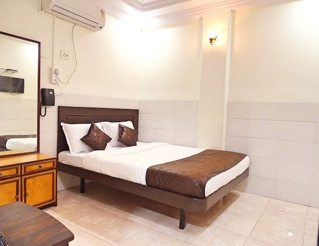 Couple Friendly Room in Bandra West
