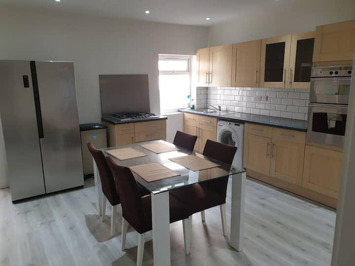 Spacious Flat in Edgware 5 min wall to station
