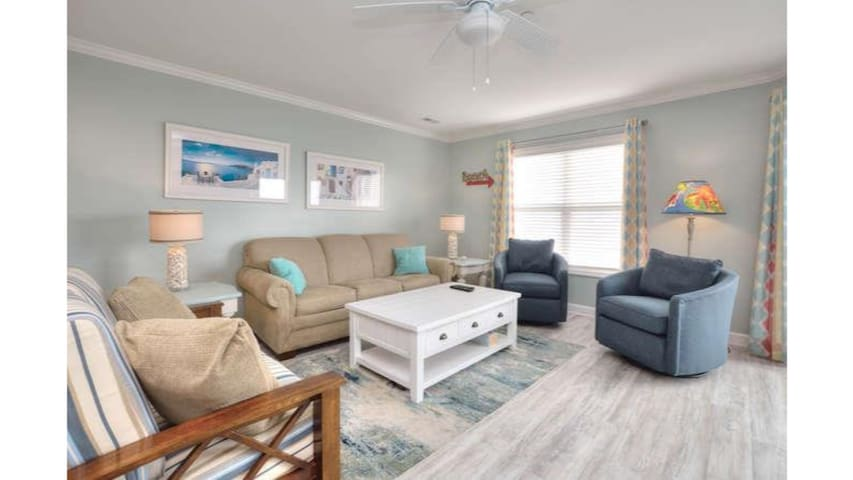 Ocean Walk 3204-Beautiful Decor, POOL, PETS