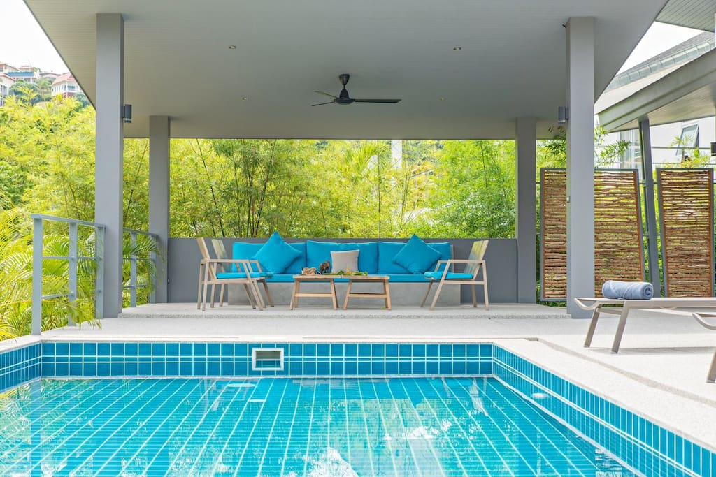 Covered terrace overlooking the tropical forest and the swimming pool