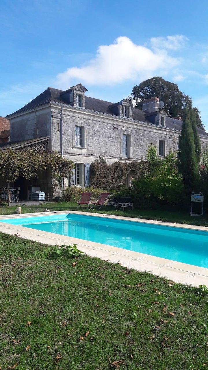 Au petit paradis, charme de l'ancien avec piscine