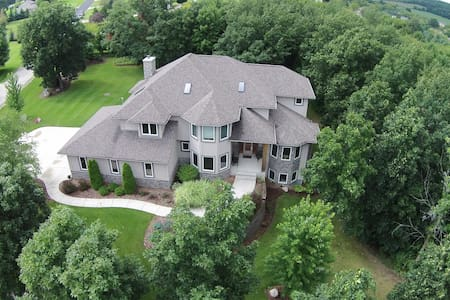 Large Executive Home minutes Erin Hills - US Open - Pewaukee