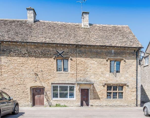 Old Swan Inn Cottage, Sherston